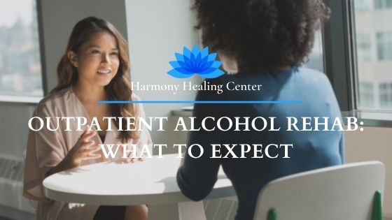 patient and therapist at outpatient alcohol rehab in Delray Beach, FL